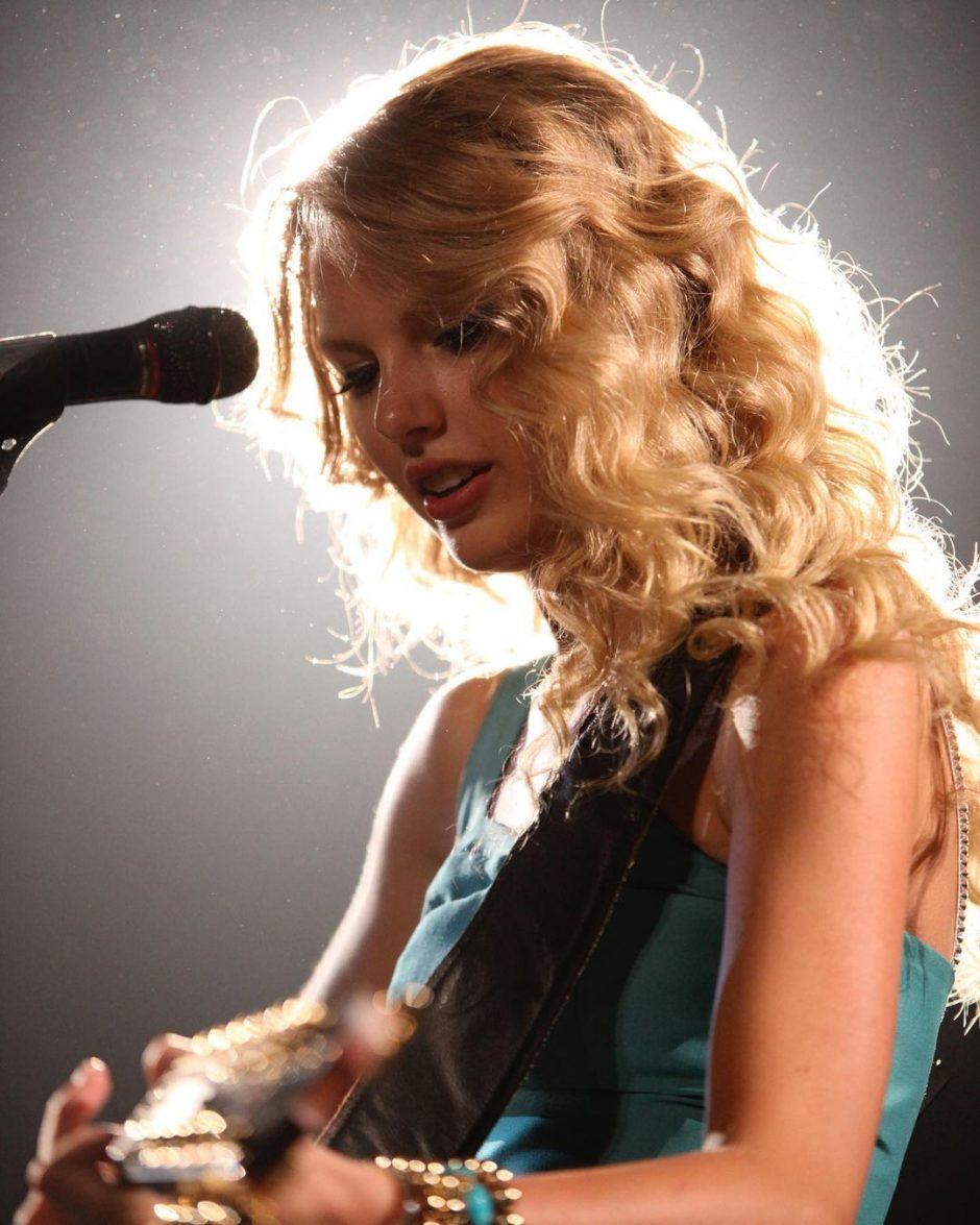 Тейлор Свифт в новой совместной видеоработе группы «Big Red Machine» - 1
