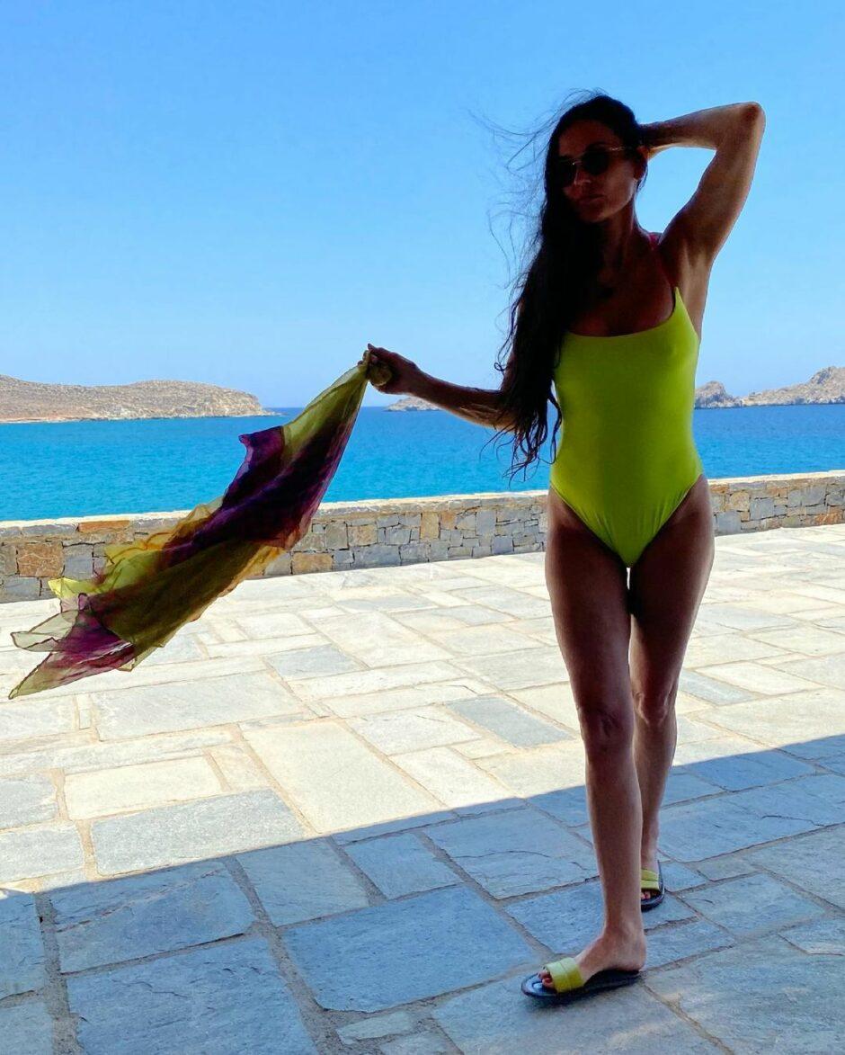 Деми Мур с дочерью Румер Уиллис в отпуске в Греции - 1