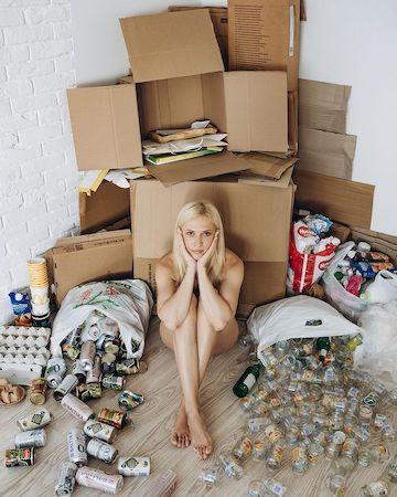 Полностью голая Аня Гресь привлекла внимание к проблеме мусора - 1