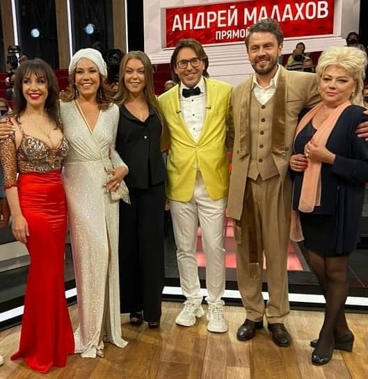 57-летняя певица Азиза на днях впервые вышла замуж! - 3