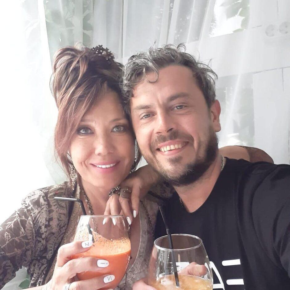 57-летняя певица Азиза на днях впервые вышла замуж! - 1