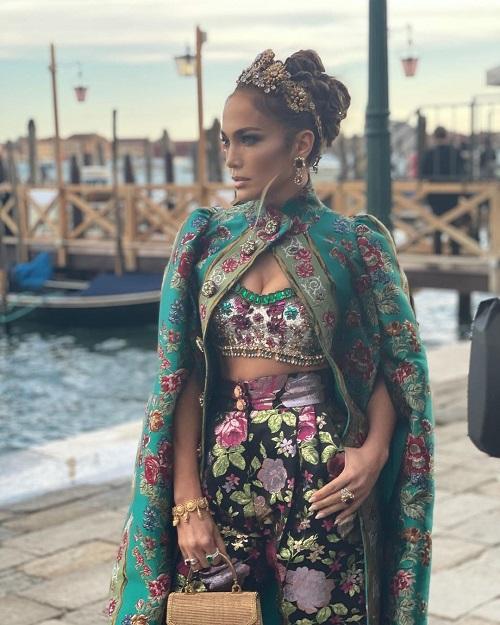 Вин Дизель с тремя очаровательными девушками на фото с показа мод Dolce & Gabbana в Италии - 2