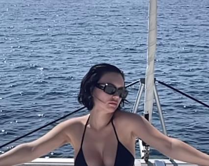 Беременная Ольга Серябкина в пиджаке oversize уже не скрывает свое «интересное положение» - 1