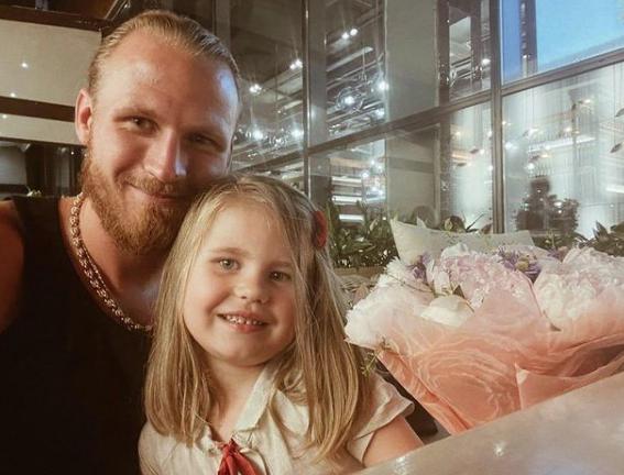 Бывшая гражданская жена хоккеиста Ивана Телегина не может добиться алиментов на содержание сына - 1