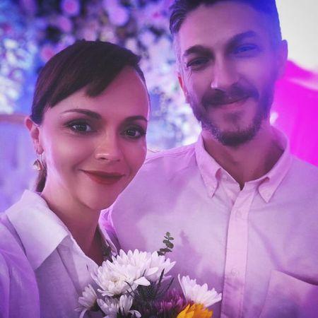На последнем месяце беременности Кристина Риччи все таки вышла замуж - 2