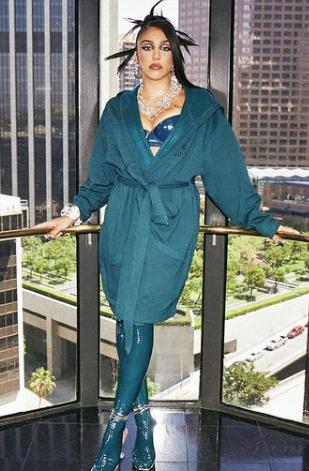 Лурдес Леон на обложке журнала Interview: хейтеры троллят ее подмышки - 1