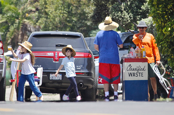 Superdad Adam Sandler sells 'Classified Waste' with his girls