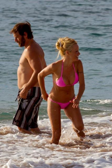 Памела андерсон на говайском пляже