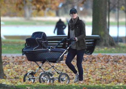Кейт Миддлтон на прогулке с сыном