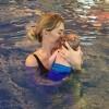 Анна Хилькевич водит 2-месячную дочь в бассейн