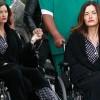 Дженис Дикинсон передвигается в инвалидном кресле