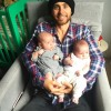 Джаред Лето опубликовал фото с двойняшками на руках