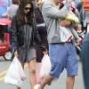 Мила Кунис с мужем и дочерью прогулялись по рынку