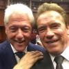 Улыбчивые селфи Шварценеггера и Клинтона на похоронах Мохаммеда Али возмутили общественность