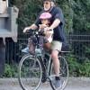 72-летний Роберт Де Ниро прокатился на велосипеде с дочкой