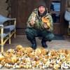 Евгений Плющенко похвастался «уловом» из 9 ведер грибов