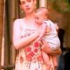 Голливудская звезда Энн Хэтэуэй впервые показала сына