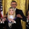 Обама наградил Кайли Дженнер медалью за «мир во всем мире»