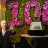 Майкл Дуглас поздравил отца со 100-летием