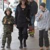 Пользователи Сети обрушились на Джоли с критикой из-за раздетой дочери