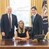Иванку Трамп осудили за фотографию в кресле президента США