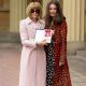 Анна Винтур получила награду от королевы Елизаветы II