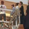 Анджелина Джоли проводит День Матери на шоппинге