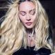 Мадонна подняла платье и взобралась на стол ведущего шоу Джимми Фэллона