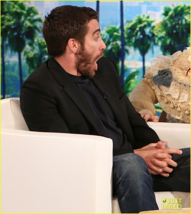 jake-gyllenhaal-face-is-priceless-during-ellen-show-04