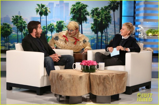 jake-gyllenhaal-face-is-priceless-during-ellen-show-01