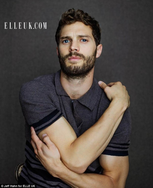 2418EE3600000578-2876919-Ripped_Jamie_Dornan_shows_off_his_muscular_physique_as_he_poses_-m-133_1418778675978