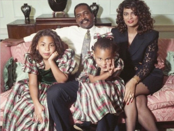rs_560x422-141225145609-1024.solange-beyonce-family-photo-christmas-122514