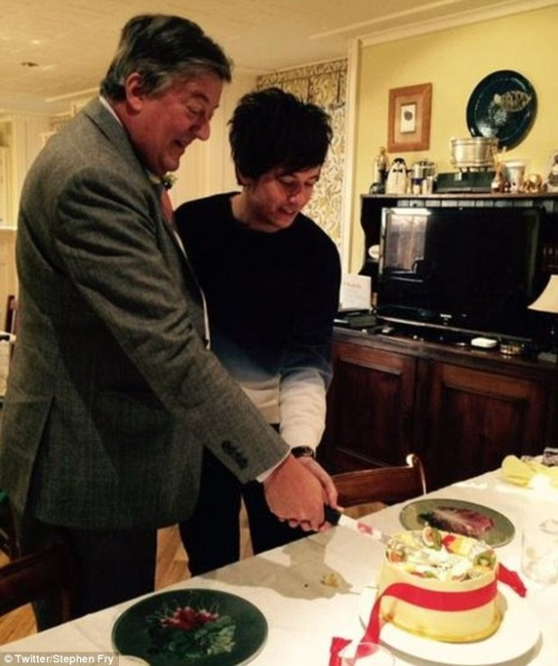 24E06CA500000578-2918620-Cutting_the_cake_Stephen_Fry_and_partner_Elliott_Spencer_share_a-a-12_1421774183584
