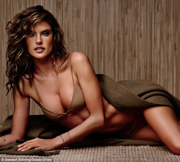 2525773800000578-2930346-Jealous_Green_is_not_Alessandra_Ambrosio_s_color-a-2_1422483358673