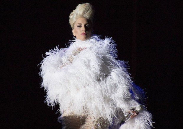 lady-gaga-performs-live-on-stage-02