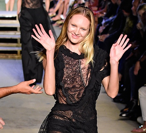 1442087059_candice-swanepoel-falls-fashion-week_1
