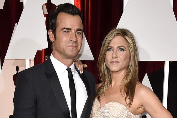 HOLLYWOOD, CA - FEBRUARY 22:  Actress Jennifer Aniston and actor Justin Theroux attend the 87th Annual Academy Awards at Hollywood & Highland Center on February 22, 2015 in Hollywood, California.  (Photo by Frazer Harrison/Getty Images)