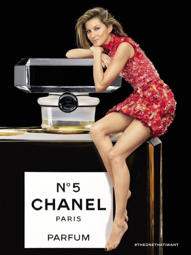 Gisele-Bundchen-Chanel-No-5-Red-Dress-Ad-Campaign02