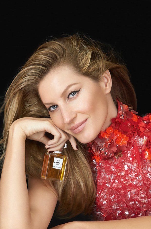 Gisele-Bundchen-Chanel-No-5-Red-Dress-Ad-Campaign01