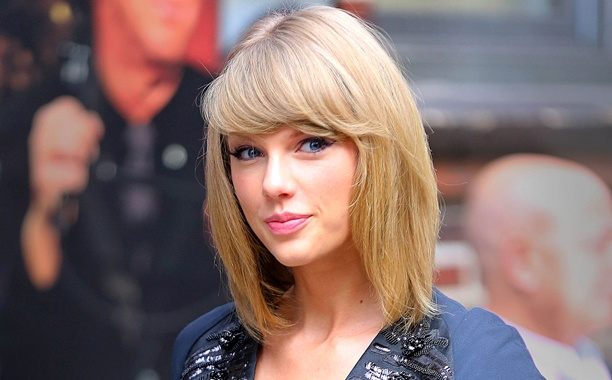 NEW YORK, NY - OCTOBER 28:  Taylor Swift is seen on October 28, 2014 in New York City.  (Photo by XPX/Star Max/GC Images)