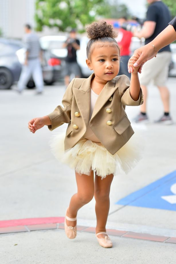 North-West-arrives-at-ballet-wearing-a-brown-coat-and-tutu (1)