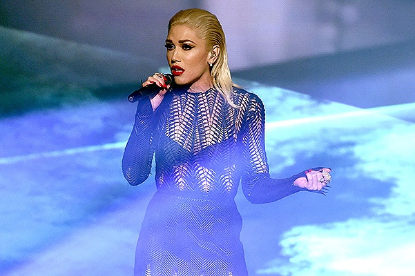 LOS ANGELES, CA - NOVEMBER 22:  Singer Gwen Stefani performs onstage during the 2015 American Music Awards at Microsoft Theater on November 22, 2015 in Los Angeles, California.  (Photo by Kevin Winter/Getty Images)
