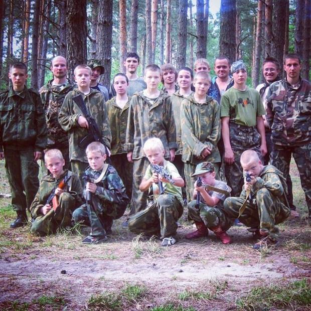 """Иван Охлобыстин """"взорвал"""" Сеть публикацией снимком вооруженных детей"""