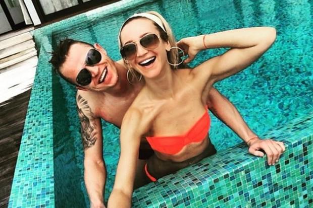 Ольга Бузова пристыдила поклонников за комментарии о ее груди и дорисованном бюстгальтере