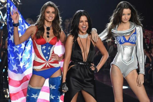 Селена Гомес осталась недовольна своим появлением на Victoria's Secret Fachion Show