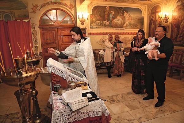 Сестры Зайцевы крестили внука спустя два месяца после смерти сына