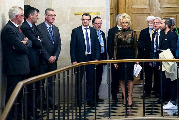 Памела Андерсон выступила в защиту гусей и уток во французском парламенте