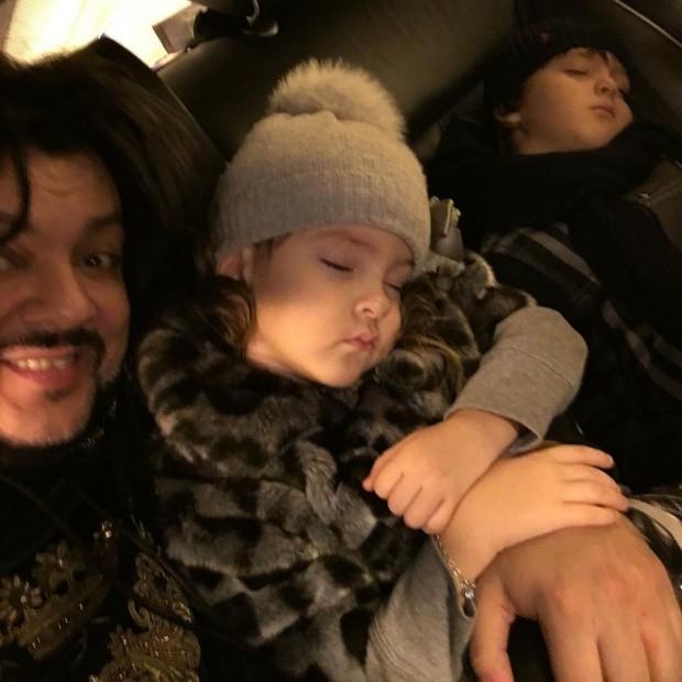 Филипп Киркоров опубликовал серию трогательных видео с детьми