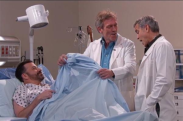Джордж Клуни и Хью Лори вернулись к своему медицинскому прошлому