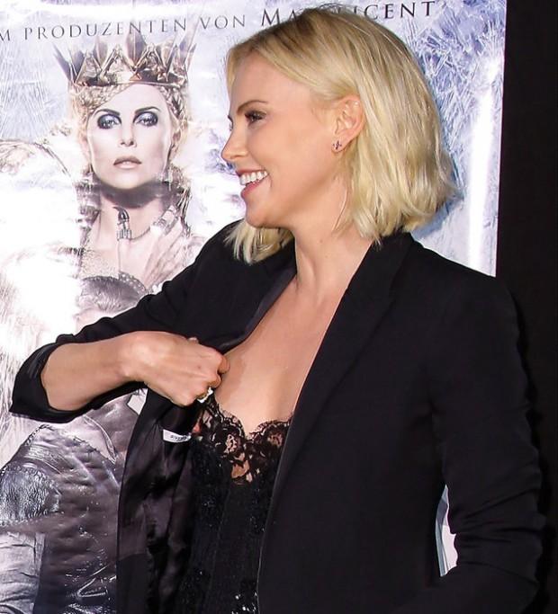 На премьере «Охотника: Зимняя сказка» Шарлиз Терон случайно показала грудь